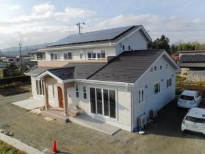 新築住宅08・南相馬市の施工例、吹き抜けのある4世代家族がつながるかわいい家