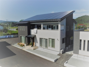 新築住宅03・南相馬市の施工例、ツートン外壁のシンプルシックな家