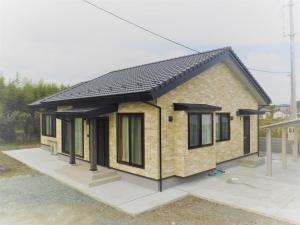 新築住宅06・南相馬市の施工例、レンガ調外壁の自然に溶け込む平屋の家